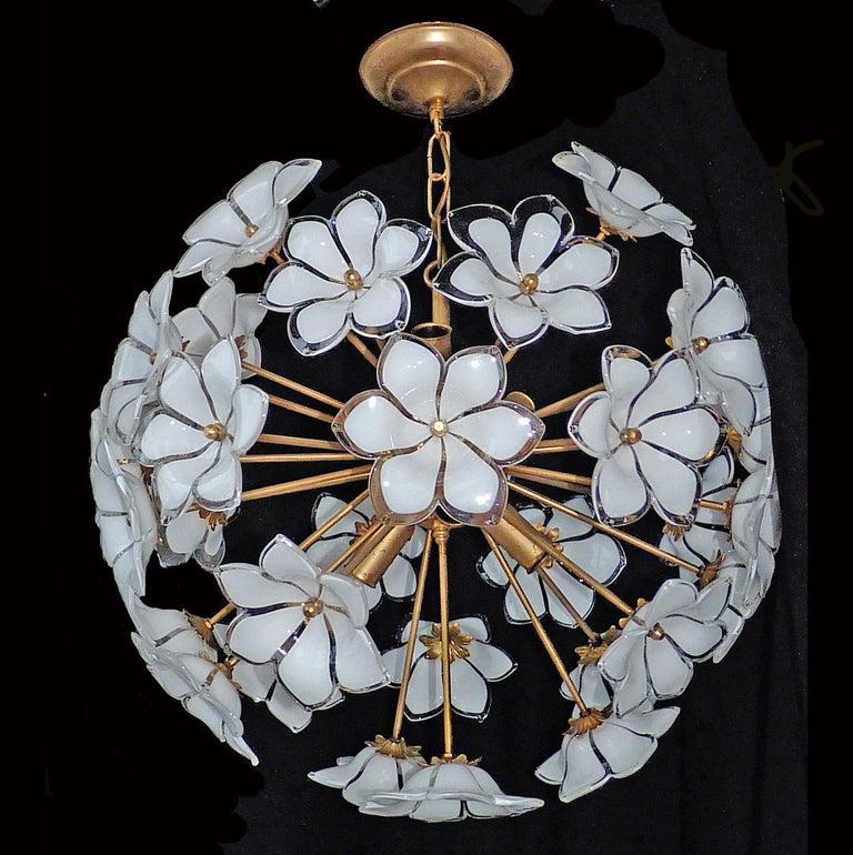 Modernist Italian Murano Venini Style Flower Glass Gilt Chandelier In Good Condition In Coimbra, PT