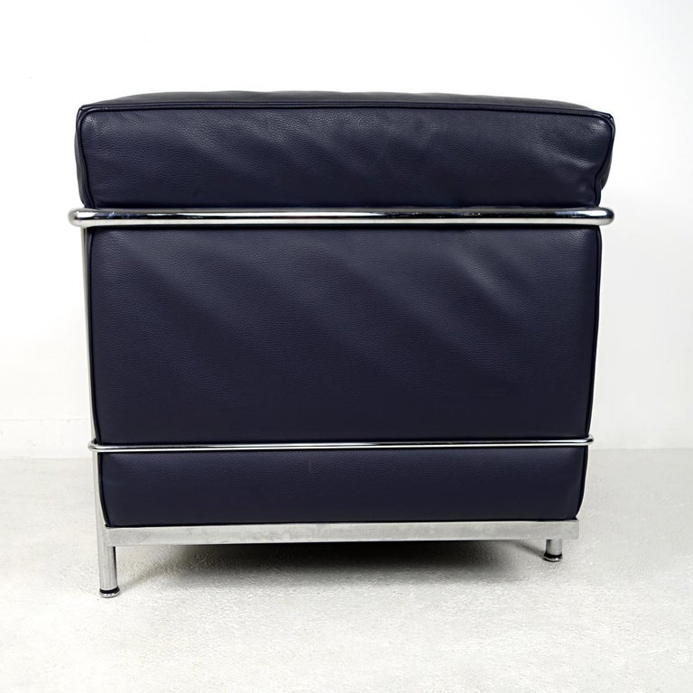 Modernist LC2 Easy Chair by Le Corbusier and Charlotte Perriand for Cassina In Good Condition For Sale In Doornspijk, NL