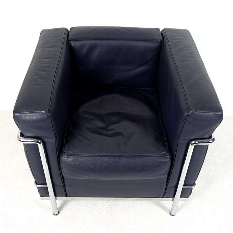 Modernist LC2 Easy Chair by Le Corbusier and Charlotte Perriand for Cassina For Sale 3
