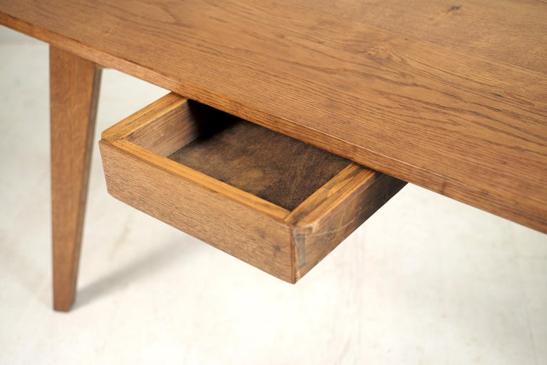 Modernist Oak Table, French Reconstruction, 1950 In Good Condition For Sale In Catonvielle, FR