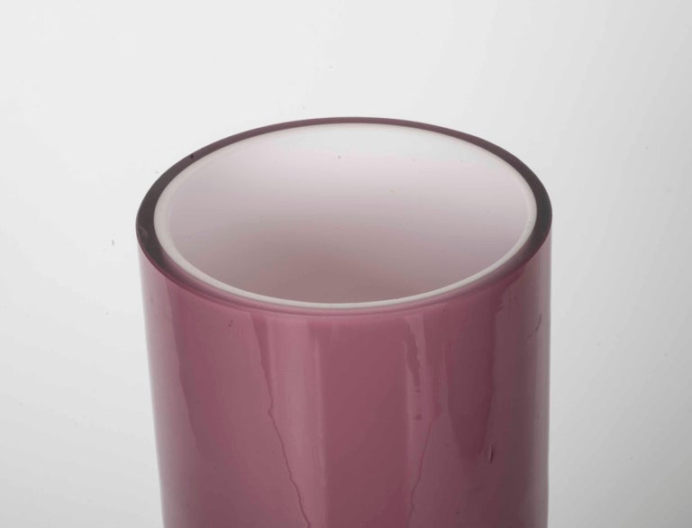 Modernist pink and clear vase in glass.