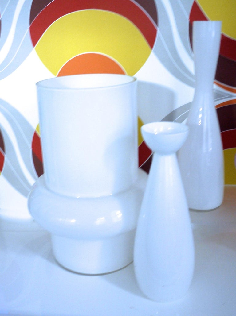 Modernist Scandinavian/Murano Space Age white glass vases from late 1950s-1960s - Scandinavian Modernist/Space Age white glass vases from late 1950s.   Measures: Large hooped vase - Vistosi Height 32 cms Diameter 16 cms Diameter at widest