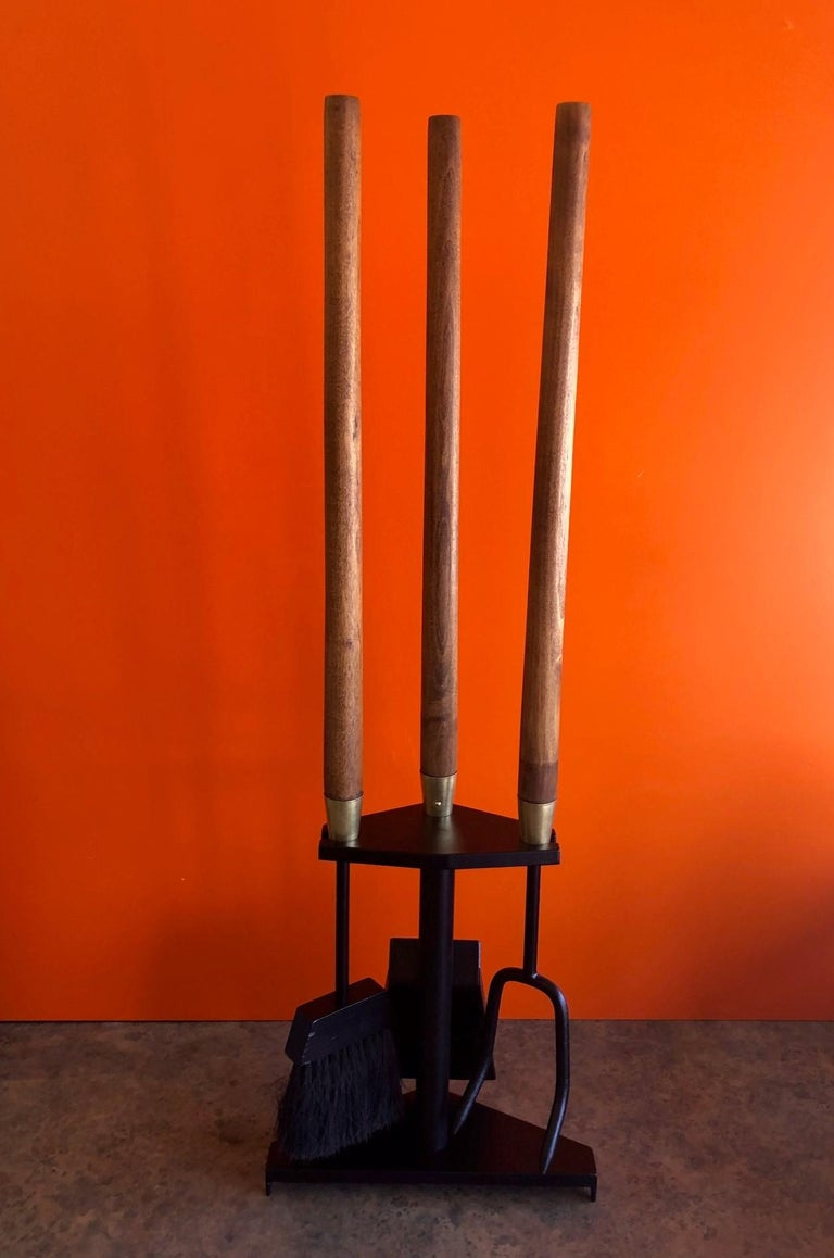 Mid-Century Modern Modernist Set of Fire Place Tools in Iron, Walnut and Brass by Seymour Mfg For Sale