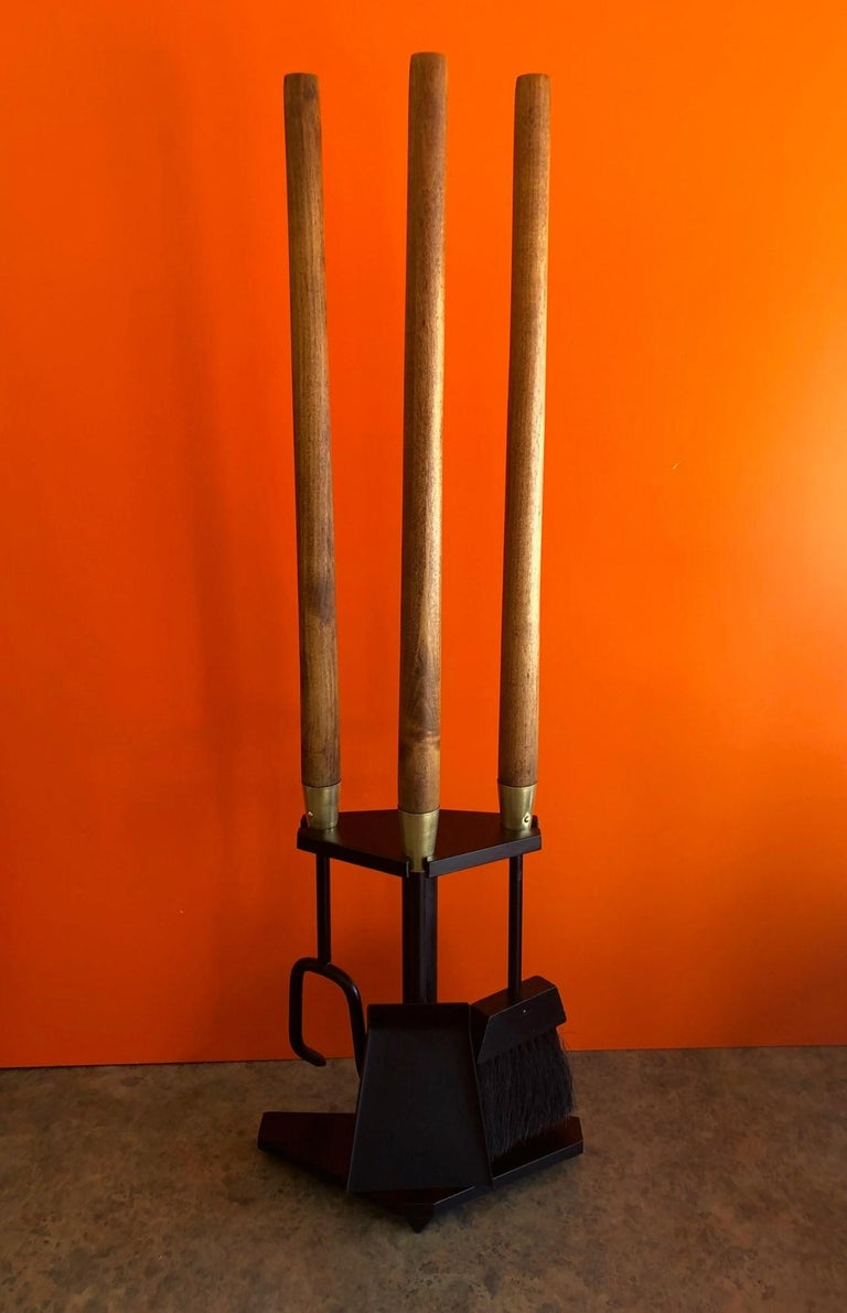 Modernist Set of Fire Place Tools in Iron, Walnut and Brass by Seymour Mfg In Good Condition For Sale In San Diego, CA