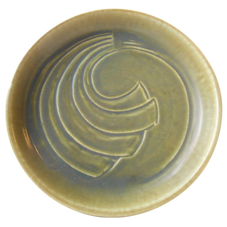 Modernist Stoneware Dish with Green Glaze by Eva Stæhr Nielsen for Saxbo For Sale