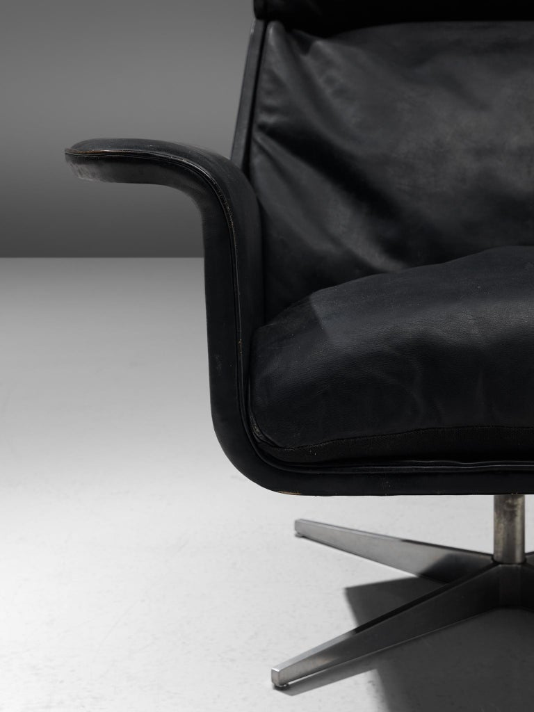 Modernist Swivel Lounge Chair with Ottoman in Black Leather For Sale 1