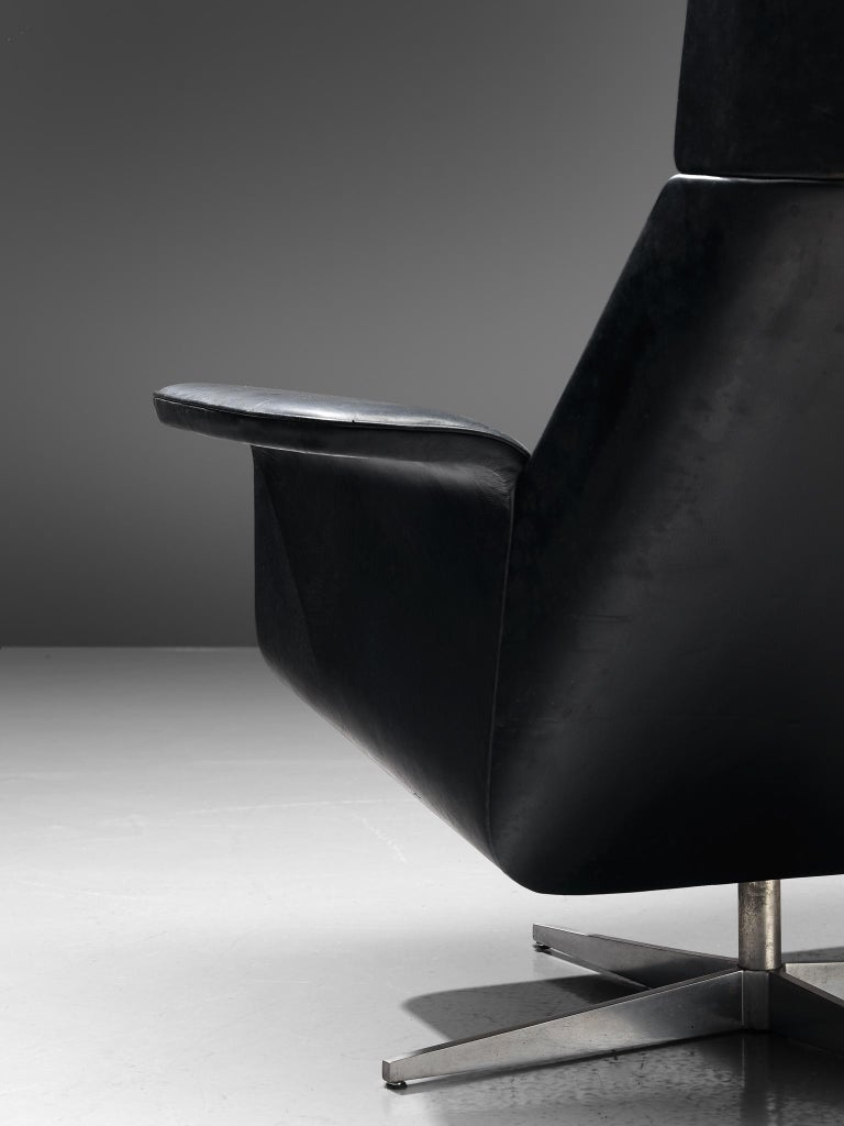 Modernist Swivel Lounge Chair with Ottoman in Black Leather For Sale 2