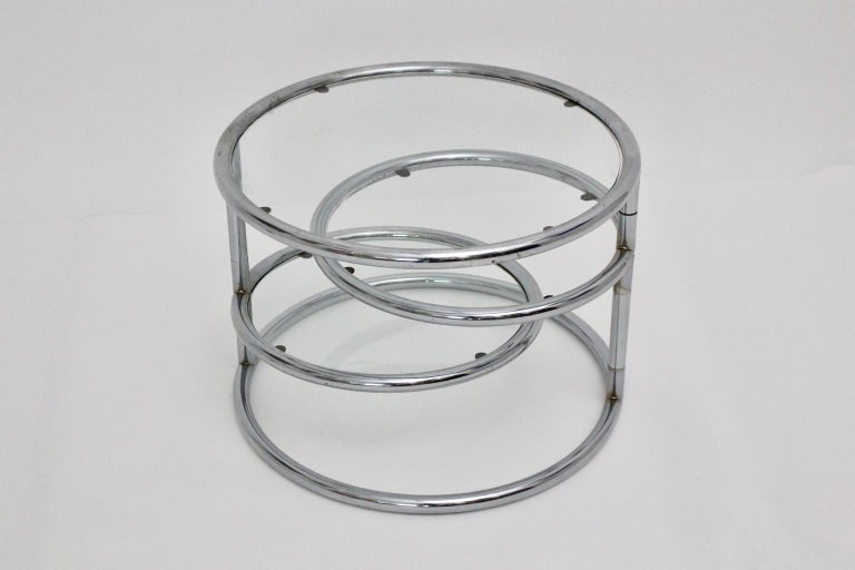 Modernist Vintage Chromed Glass Swiveling Coffee Table, circa 1970 In Good Condition For Sale In Vienna, AT