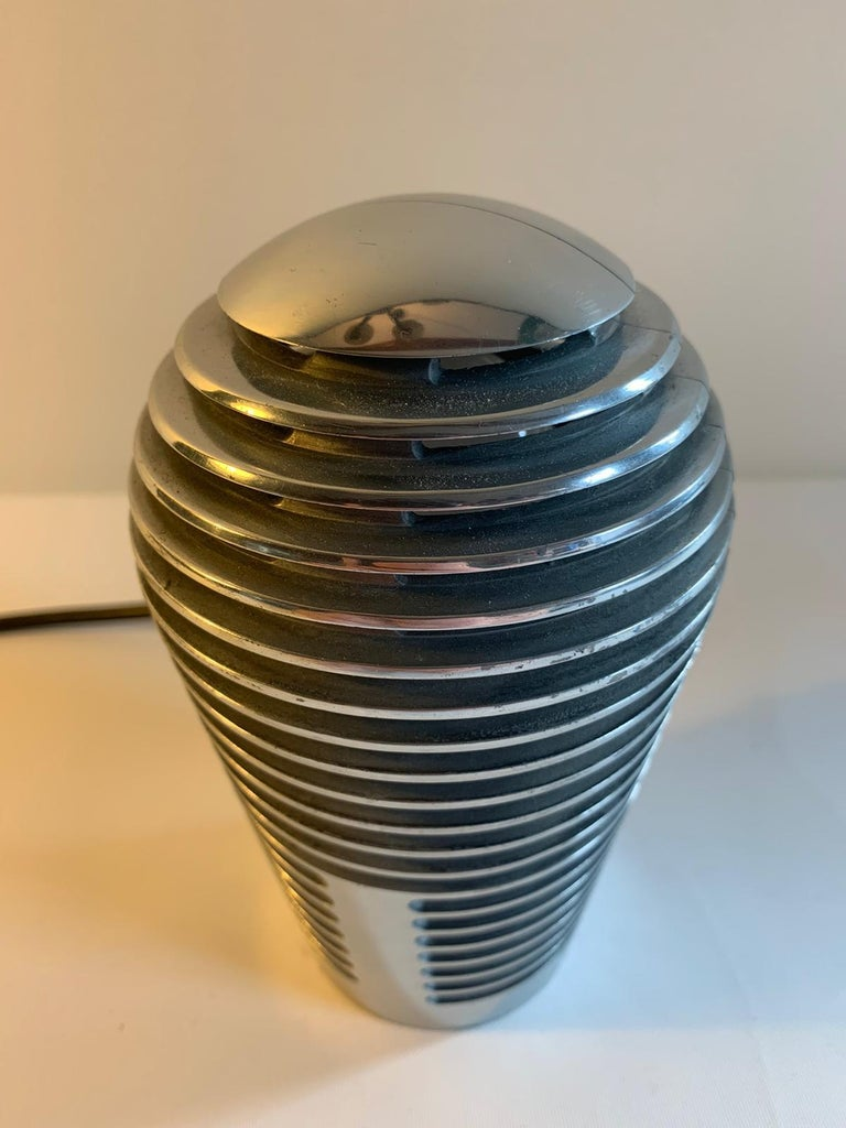 The Zen lamp is a rarely Spanish design piece. Its structure resembles the furrows for those the Zen gardens known for.