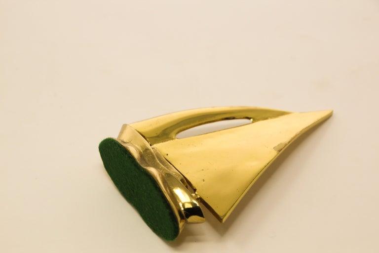 Modernist Vintage Polished Brass Sailboat Paperweight For Sale 1