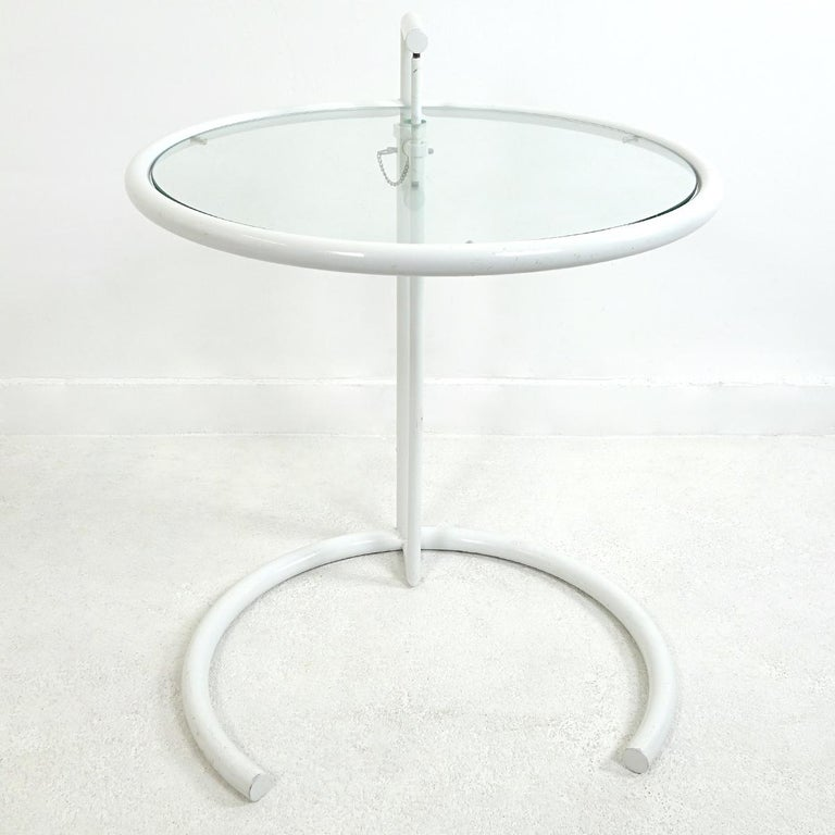 The ClassiCon adjustable table E 1027 is a design by Eileen Gray. Gray, originally from Ireland, is one of the pioneers of modernist architecture, including Le Corbusier, Mies van der Rohe and Marcel Breuer. Like them, she explored the processing