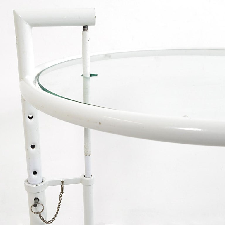 Modernist White Steel Tubular Side Table E1027 by Eileen Gray for Classicon In Good Condition For Sale In Doornspijk, NL