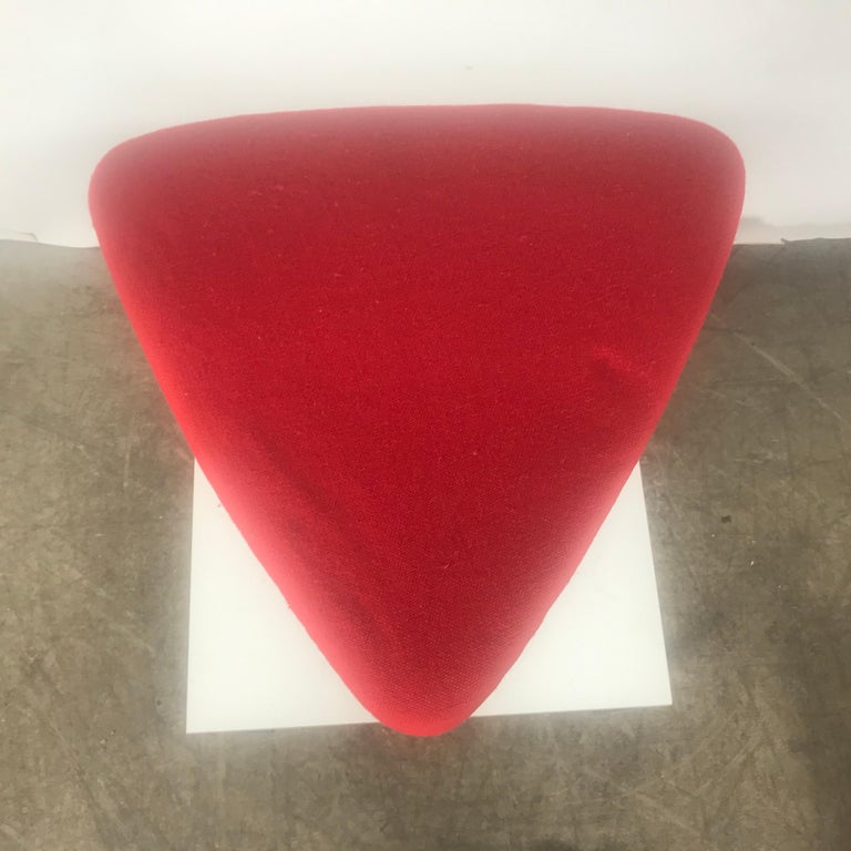 Classic Modernist wire iron and fabric Tricorn stool / ottoman attributed to Vladimir Kagan, stunning simple elegant design, curvaceous flowing iron base, wonderful red wool knoll fabric upholstered triangle shaped top.