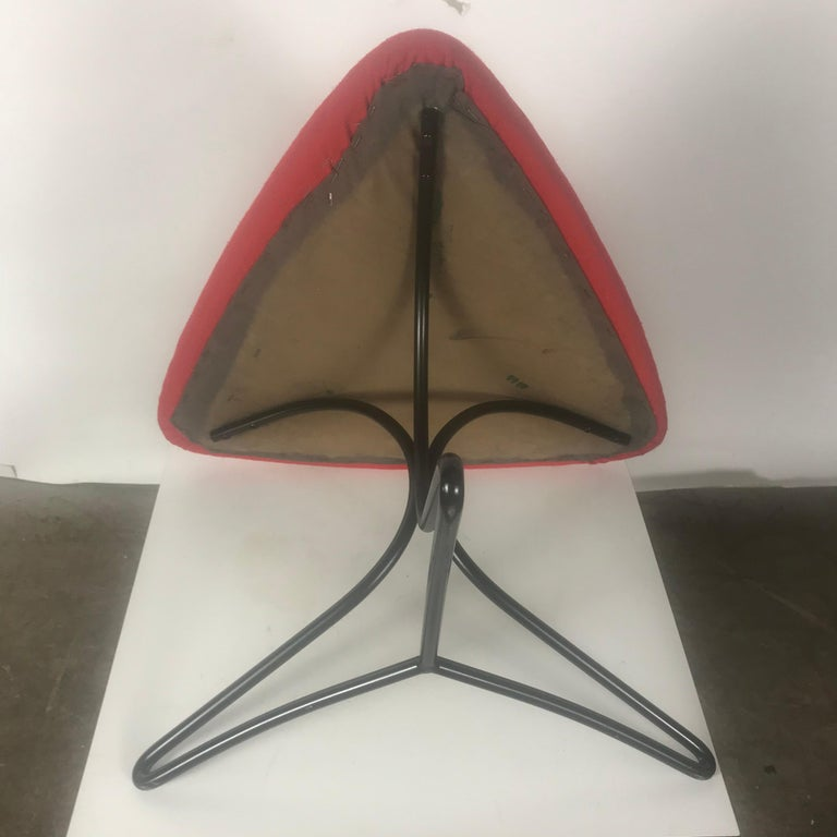 Modernist Wireiron and Fabric Tricorn Stool/Ottoman Vladimir Kagan In Good Condition For Sale In Buffalo, NY