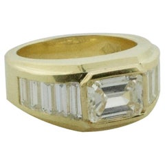 Modernistic East-West Diamond Ring in 18 Karat Yellow Gold