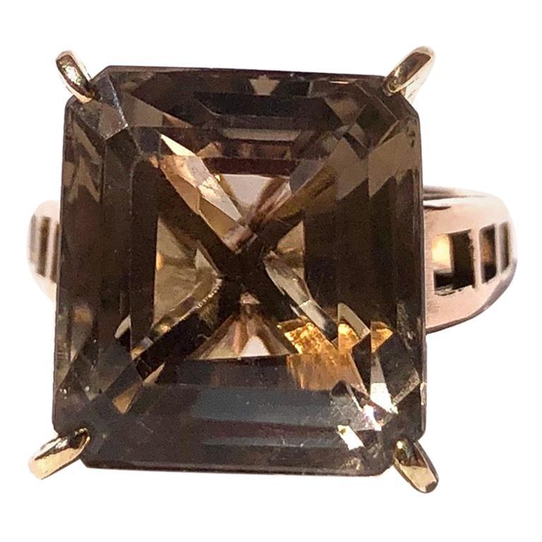 Modernistic Smokey Quartz and 18 Carat Gold Cocktail Ring