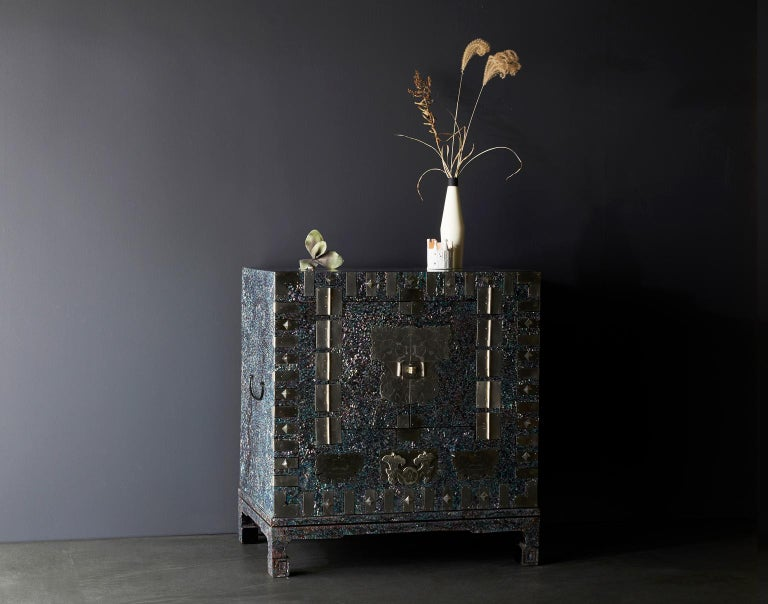Modernized Korean Antique Blue Mother of Pearl Cabinet by Arijian In New Condition For Sale In Namyangju-si, KR