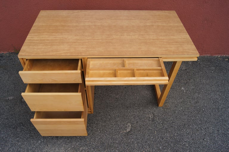 ModernMates Desk by Leslie Diamond for Conant Ball In Good Condition For Sale In Boston, MA