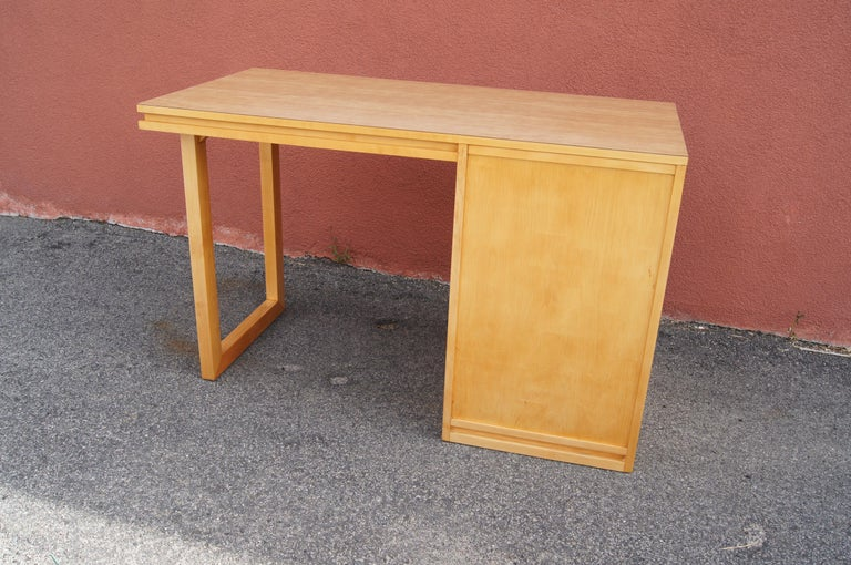 Mid-20th Century ModernMates Desk by Leslie Diamond for Conant Ball For Sale