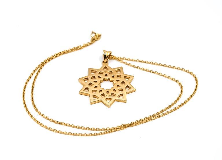 Arabesque Deco Pendant in 18kt Gold In New Condition For Sale In Dubai, AE