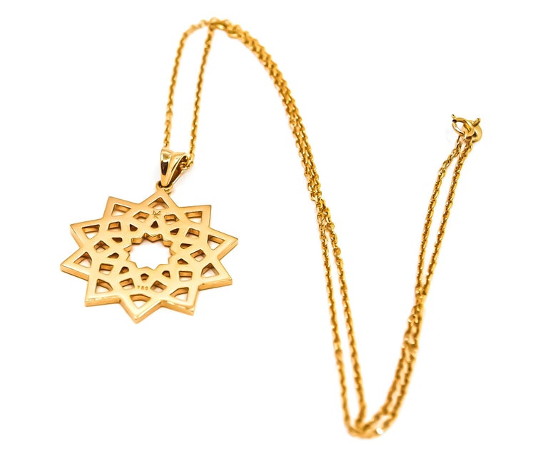 Art Deco Arabesque Deco Pendant in 18kt Gold For Sale