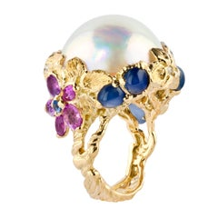 Moiseikin 18 Karat Gold Mabe Pearl and Sapphire Ring