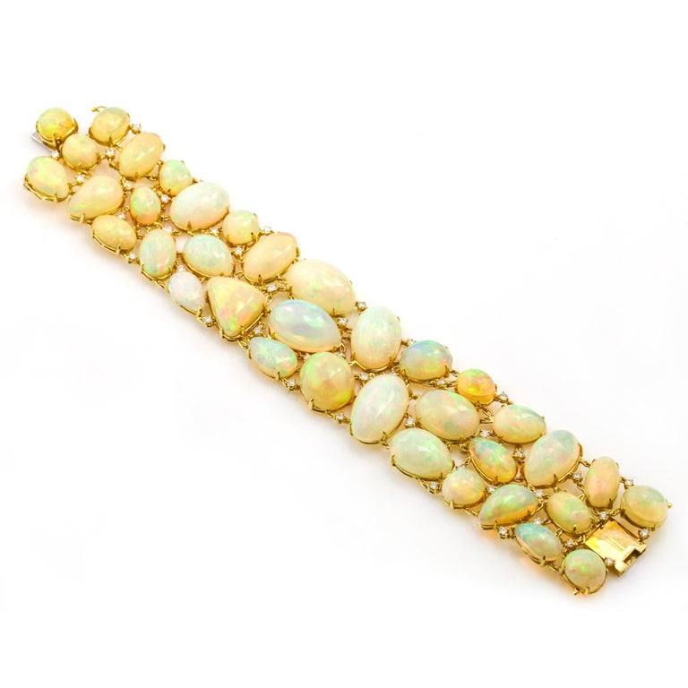 Moliva 117.05 Carat 14 Karat Yellow Gold Opal Diamond Wide Link Bracelet In Good Condition For Sale In Fort Lauderdale, FL