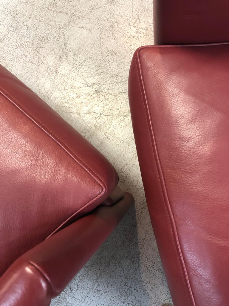 Molteni & C Red Leather Pair of Lounge Chairs For Sale 8