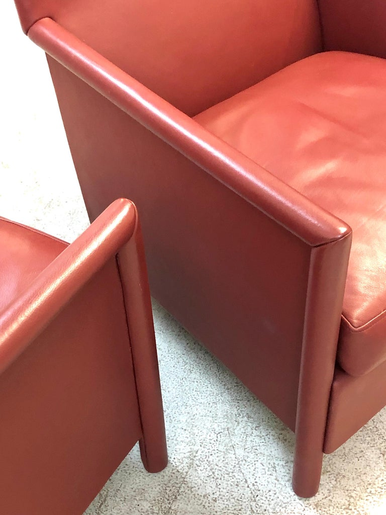 Molteni & C Red Leather Pair of Lounge Chairs For Sale 1