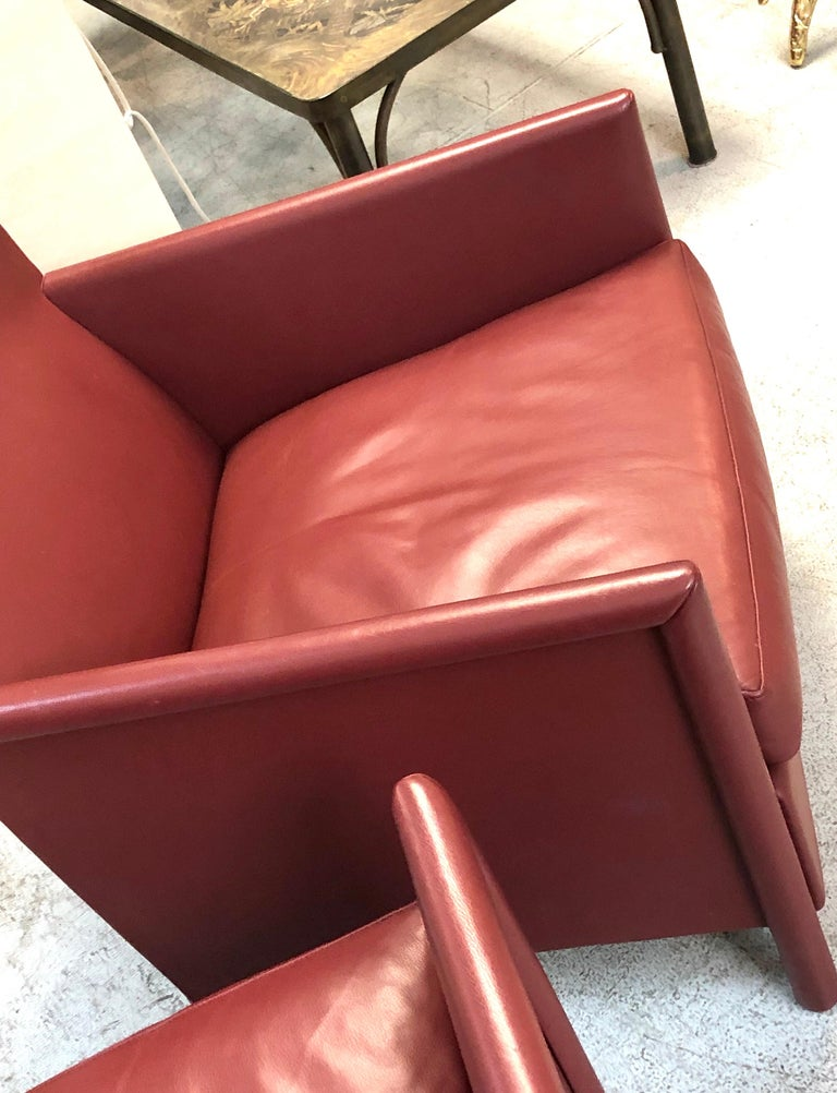 Molteni & C Red Leather Pair of Lounge Chairs For Sale 2