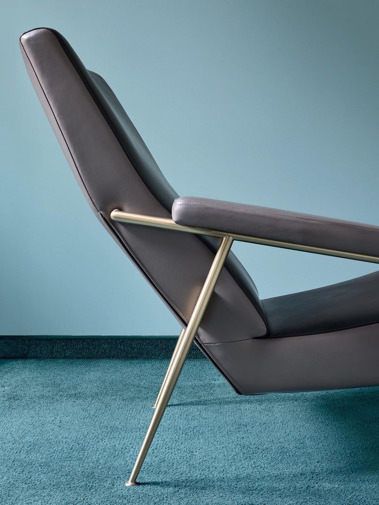 Italian Molteni&C D.153.1 Armchair in Leather by Gio Ponti For Sale