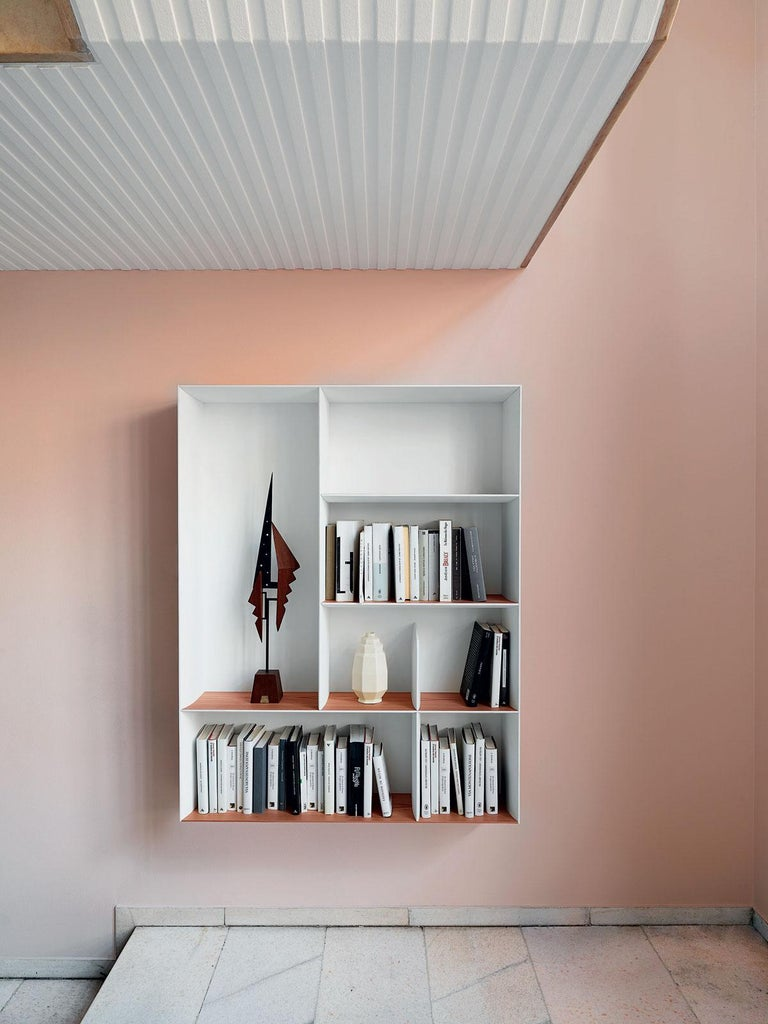 Italian Molteni&C D.357.2 Suspended Bookcase in Hand Painted White by Gio Ponti For Sale