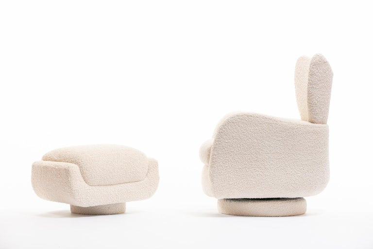 Mom & Pop Pair Vladimir Kagan Wingback Swivel Chairs & Ottomans in Ivory Bouclé For Sale 11