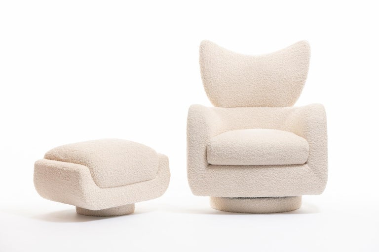 Mom & Pop Pair Vladimir Kagan Wingback Swivel Chairs & Ottomans in Ivory Bouclé In Excellent Condition For Sale In Saint Louis, MO