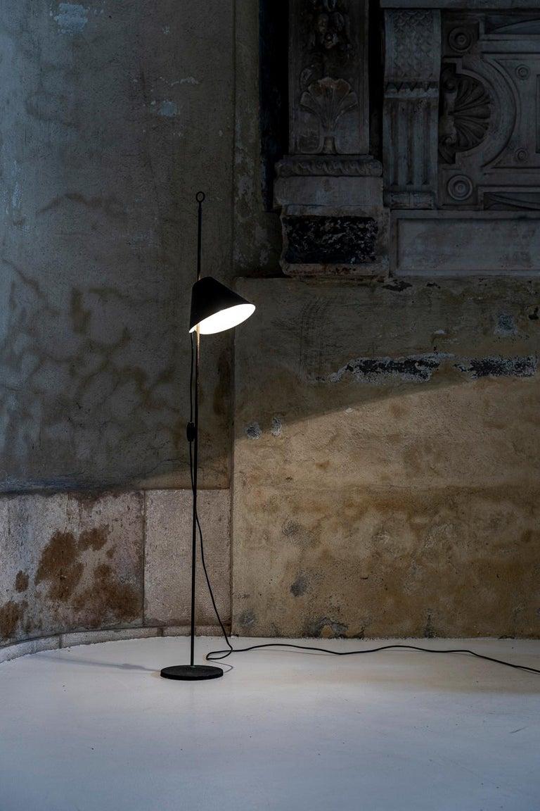 Monachella Floor Lamp by Luigi Caccia Dominioni In Excellent Condition For Sale In Carpaneto Piacentino, Italy