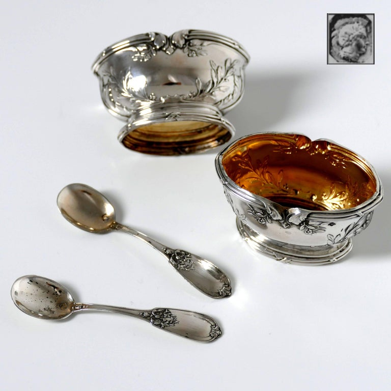 Neoclassical Moncheront French Sterling Silver 18-Karat Gold Salt Cellars Pair, Spoons, Box For Sale