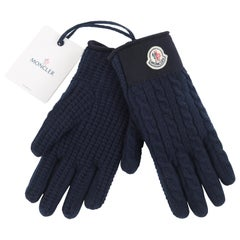 MONCLER c.2017 Navy Blue Chunky Cable Knit Logo Patch Winter Gloves w/ Tags