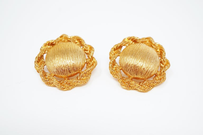 These smart statement earrings by Monet, circa 1955, are the perfect compliment to a tailored look. In immaculate vintage condition, these beauties would make a wonderful addition to a costume jewelry collection!  ABOUT MONET: Monet was founded in