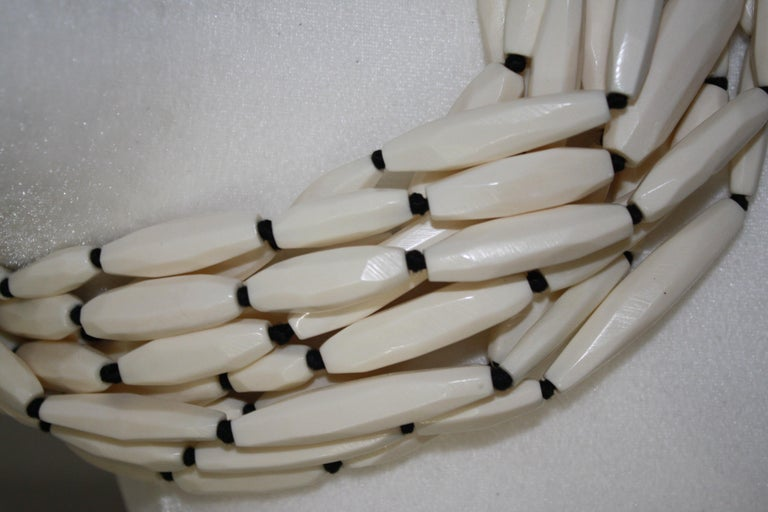 Women's or Men's Monies Bone and leather Choker For Sale