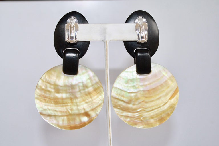 Monies Mother of Pearl and Ebony Wood Disc Clip Earrings In New Condition For Sale In Virginia Beach, VA