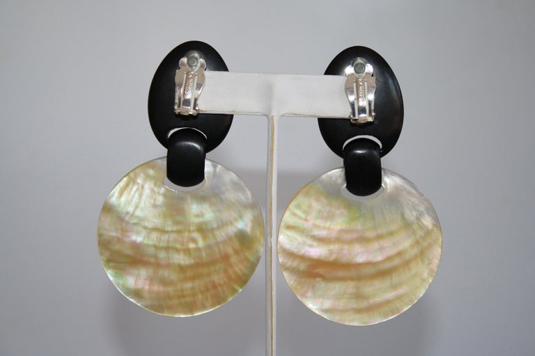 Monies Shell and Ebony Wood Clip Earrings In New Condition For Sale In Virginia Beach, VA
