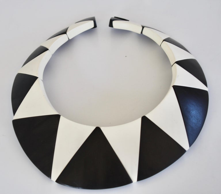 Monies Wood and Polyester Geometric Necklace In New Condition For Sale In Virginia Beach, VA
