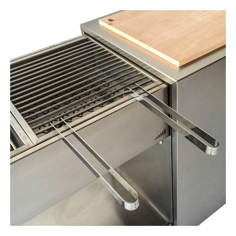 Functional Outdoor Stainless Steel Charcoal Barbecue with Sliding Grills, Snail In New Condition For Sale In Palermo, IT