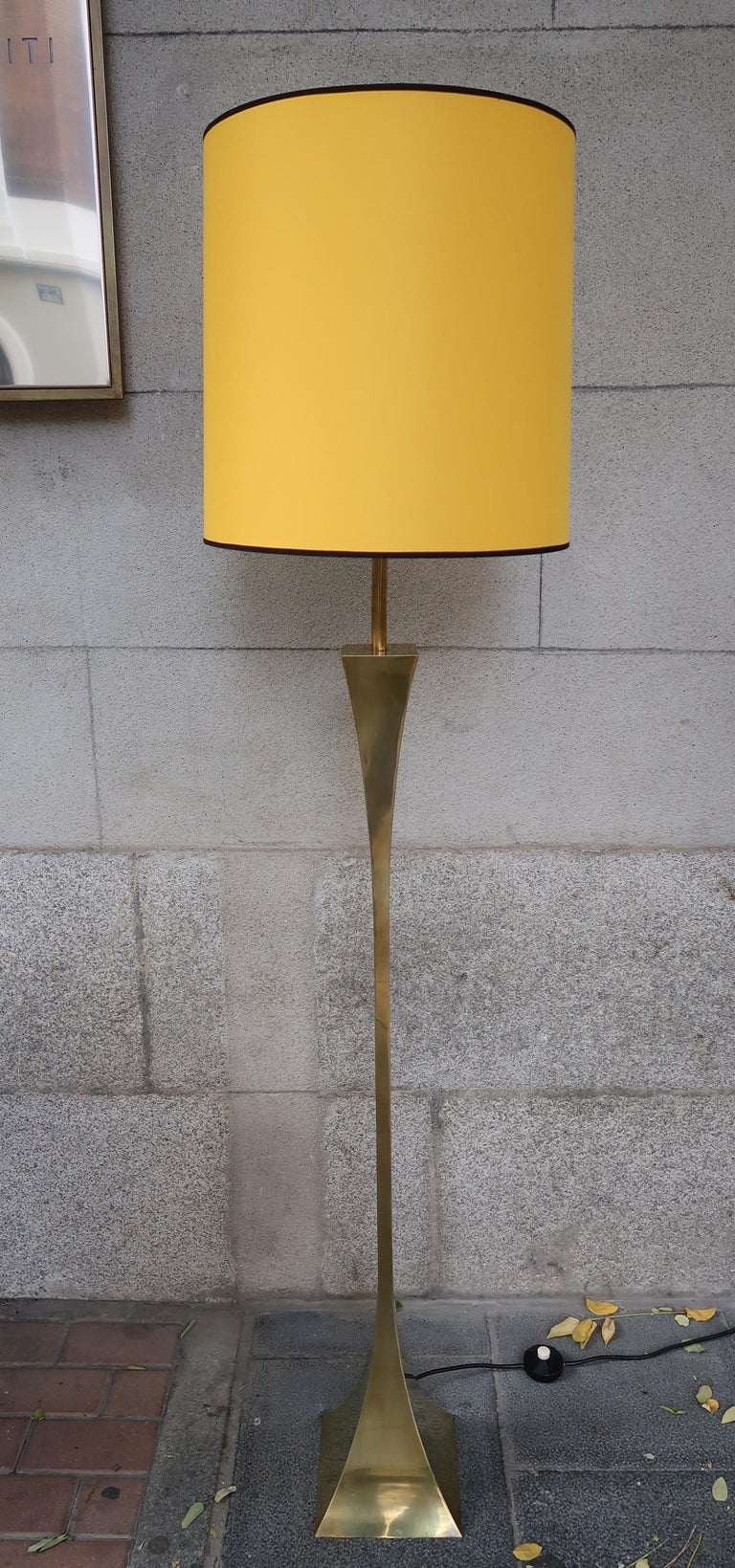 Montagna Grillo, Mod. Pyramid, Brass Midcentury Floor Lamp, Italy, 1970 In Good Condition For Sale In Madrid, ES