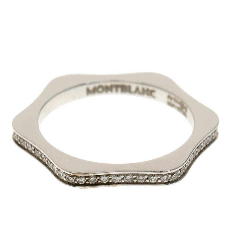 This beautiful ring from Montblanc has been created by the brand's skilled craftsmen with such precision that every line and curve is smoothened to perfection. The ring is sculpted using 18k white gold into the shape of the brand's star emblem.