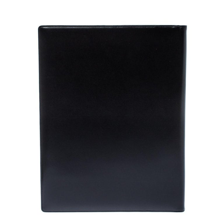 This practical and opulent Conference folder will uphold all your professional details efficiently. Crafted from black leather, it features papers inside and the signature Montblanc star on the front.  Includes: Info Booklet, Original Box, Original