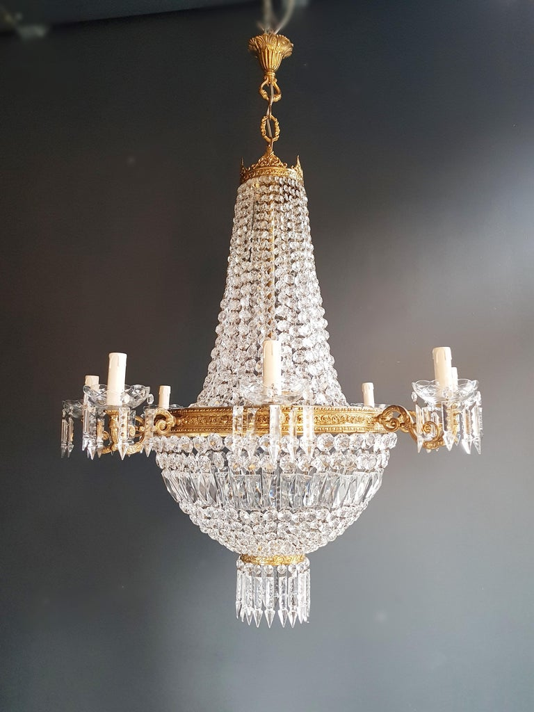 Cabling and sockets completely renewed. Crystal hand knotted Measures: Total height 130 cm, height without chain: 95 cm, diameter 87 cm, weight (approximately) 20 kg.  Number of lights: 12-light bulb sockets: E14 and E27  Montgolfiè Empire sac
