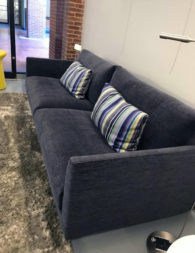 Montis Axel 3.5 Seater Fabric Sofa In Excellent Condition For Sale In New York, NY