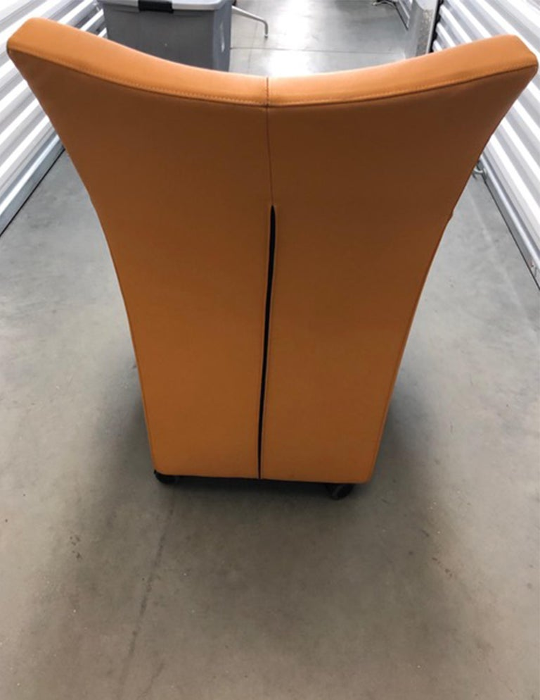 Montis Leather Sting Armchair In Good Condition For Sale In New York, NY