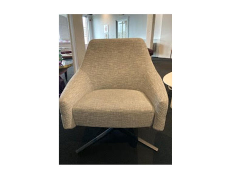 Montis Puk Low designed by Simon Pengelly  In Excellent Condition For Sale In New York, NY
